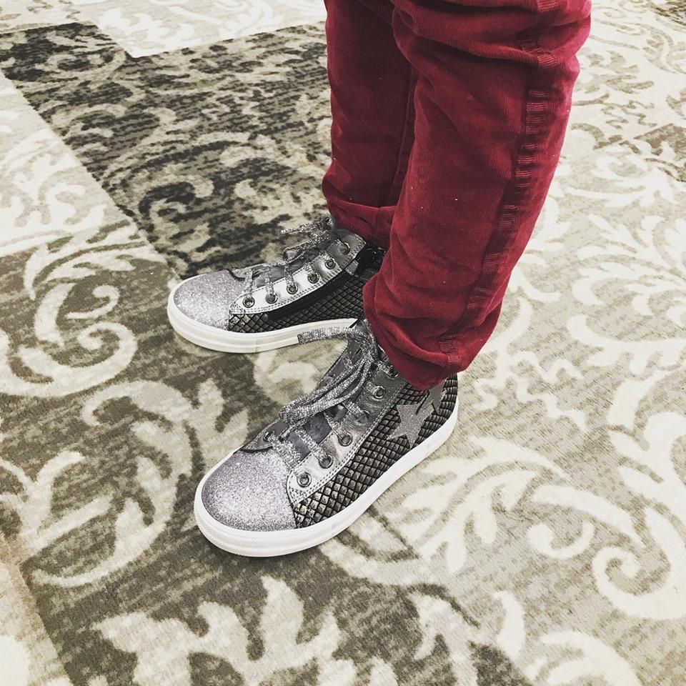 Garance est prête à affronter les premiers frimas du matin !#naturino_official#diabolomenthebayeux#ibuyinbayeux#kidshoes#chaussuresenfants