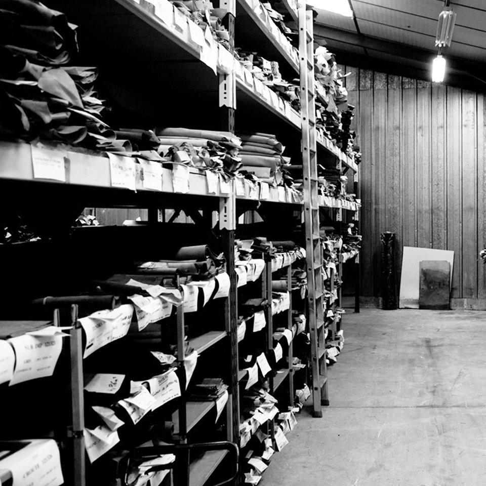 Plus de 120 opérations sont nécessaires à la fabrication de nos chaussures.⚒ #babybotte#babybotteshoes#babyshoes#chaussuresenfants#premierspas#modeenfant#fabricationchaussures